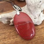 Pendentif Jaspe rouge, cordon coton ciré offert