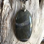 Pendentif Septaria, cordon coton ciré offert