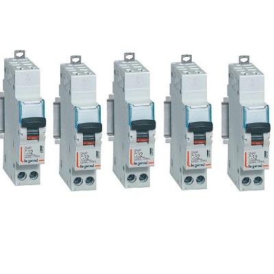 LOT LEGRAND - 5 Disjoncteurs – 32A - Bornes auto - Ref 406786