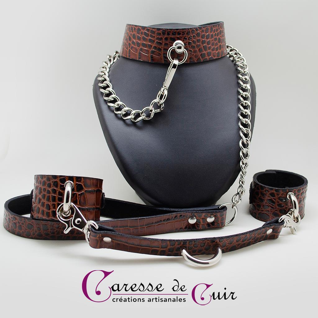 Ensemble BDSM Collier, laisse, bracelets cuir marron façon croco pleine fleur