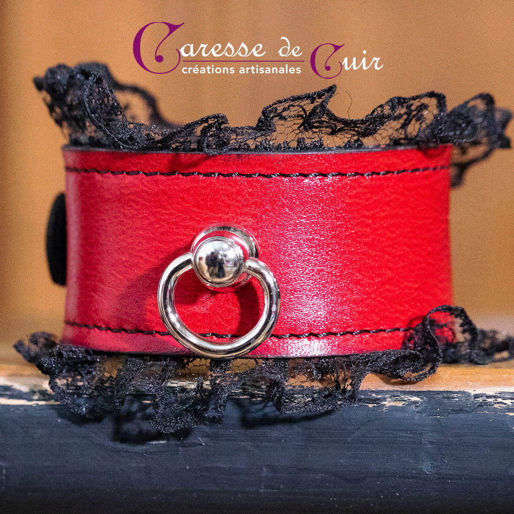 bracelet-SM-cuir-rouge-dentelle- noir-anneau-1