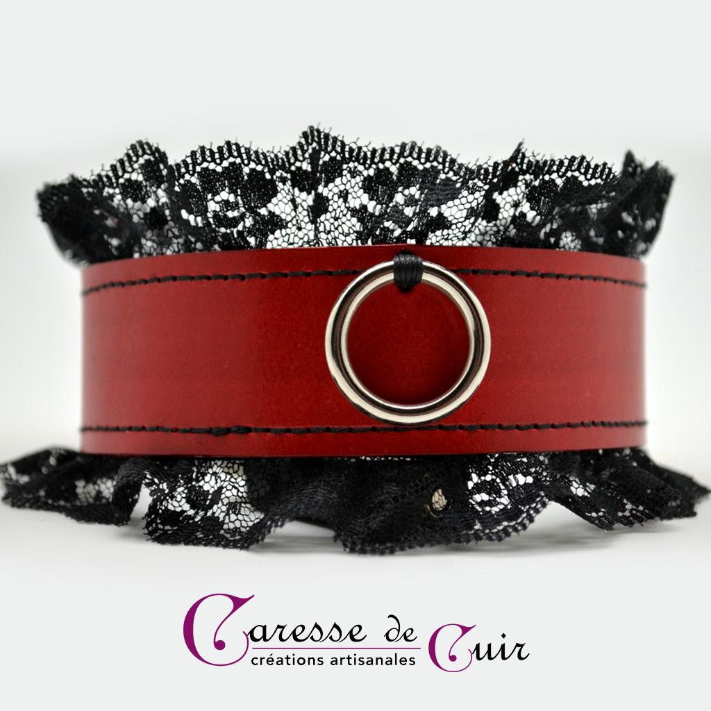 Collier SM cuir rouge avec dentelle noire et anneau argenté