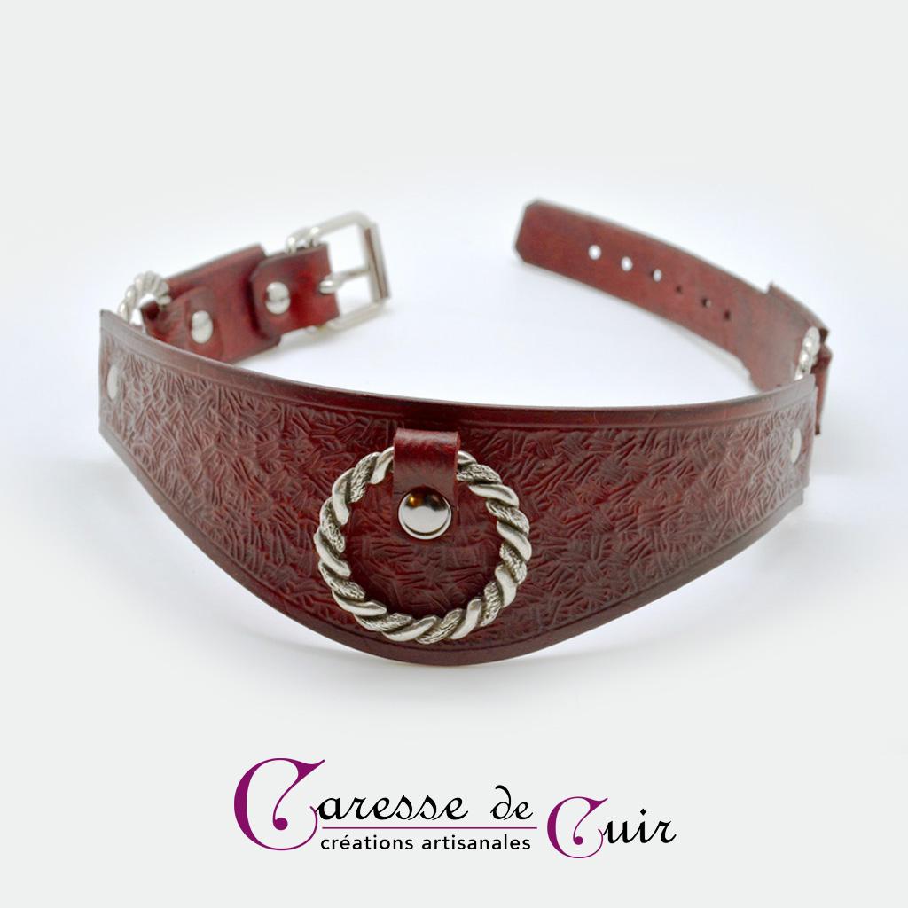 Collier SM en cuir martelé teinté avec trois anneaux torsadés