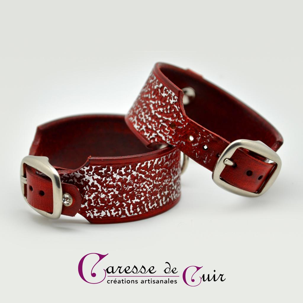 Paire de bracelets SM en cuir teinté et martelé argent