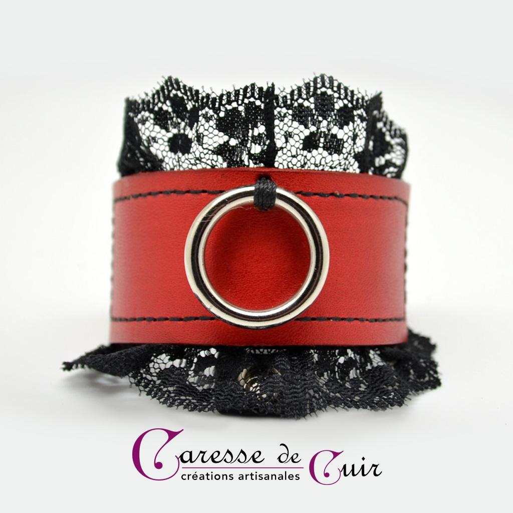 Bracelet SM en cuir rouge  avec dentelle noire