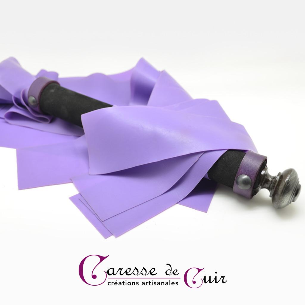 Martinet violet et noir en cuir et latex
