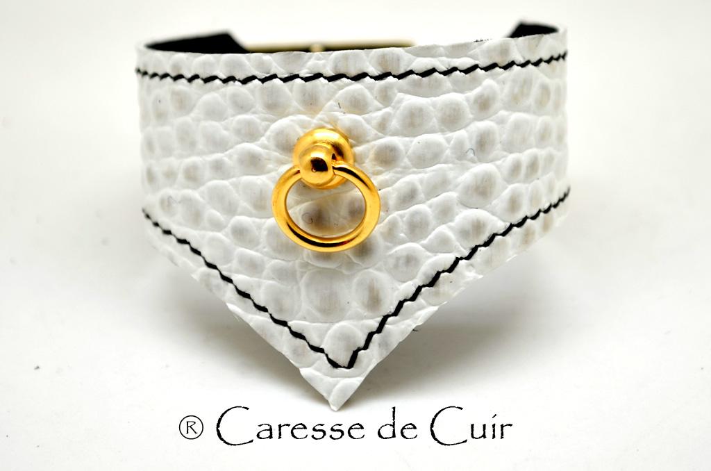 Bracelet BDSM en cuir blanc avec couture noire