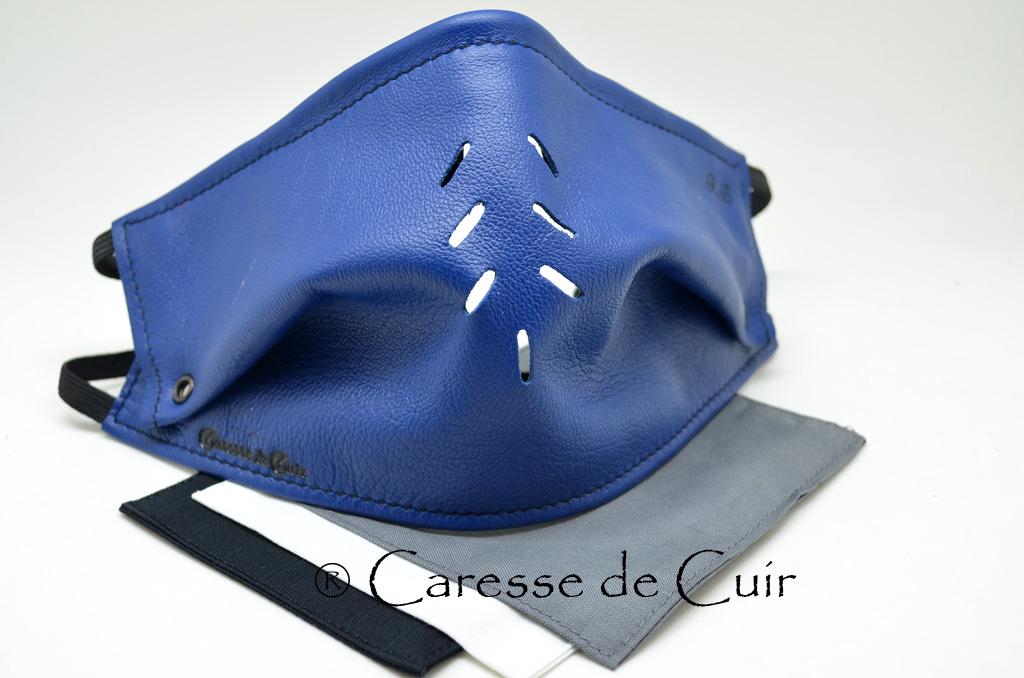 sur masque de protection en cuir avec 3 filtres double epaisseur en tissus lavable bleu caressedecuir