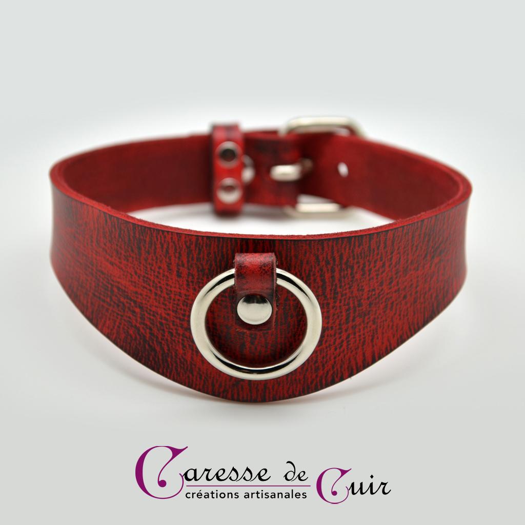 Collier SM en cuir teinté rouge et veiné noir