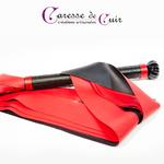 Martinet-cuir-rouge-ou-noir-latex-bicolore-5