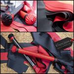 Martinet-cuir-rouge-ou-noir-latex-bicolore-A