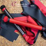 Martinet-cuir-rouge-ou-noir-latex-bicolore-A2