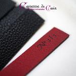 caresse de cuir - martinet numéroté - rouge et noir - cuir et laiton -5