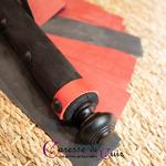 Petit-Martinet-Latex-Bicolore-Noir-Rouge-2