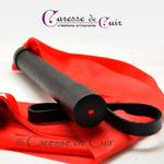 martinet-latex-rouge-cuir-noir-caressedecuir-4