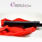 martinet-latex-rouge-cuir-noir-caressedecuir-1