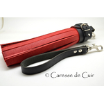 martinet - bdsm - cuir - rouge - caresse de cuir - 1