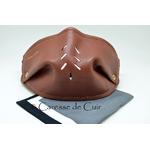 sur masque de protection en cuir avec 3 filtres double epaisseur en tissus lavable marron recto caressedecuir