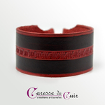 Bracelet-cuir-noir-martelage-rouge-fermoir-manille-argenté-1
