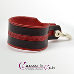 Bracelet-cuir-noir-martelage-rouge-fermoir-manille-argenté-3