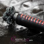 Cravache-cuir-bdsm-caresse-de-cuir-rouge-noir-4