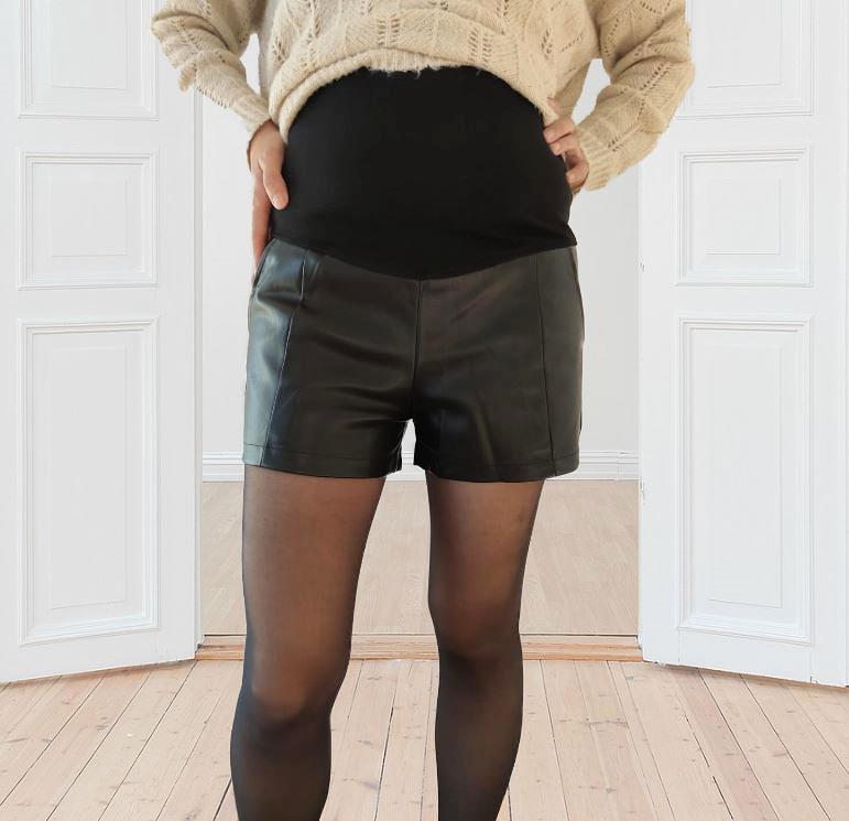 Short de grossesse en simili-cuir