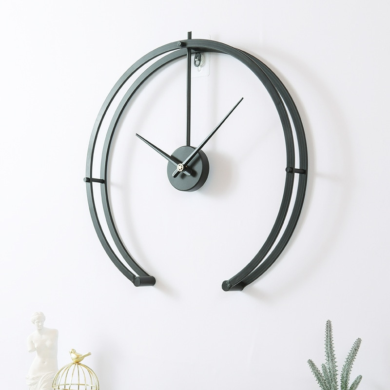 Horloge grand modèle design futuriste