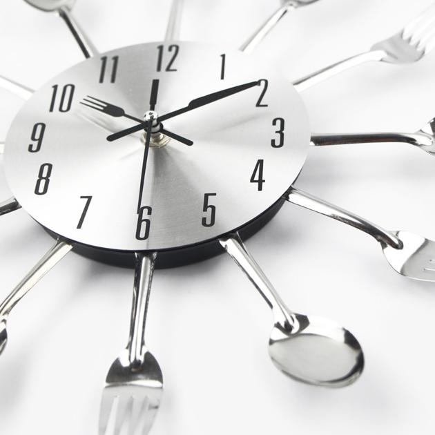 Horloge pour cuisine avec fourchettes et cuillères 30cm