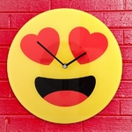 horloge-murale-emoticone-coeurs (1)