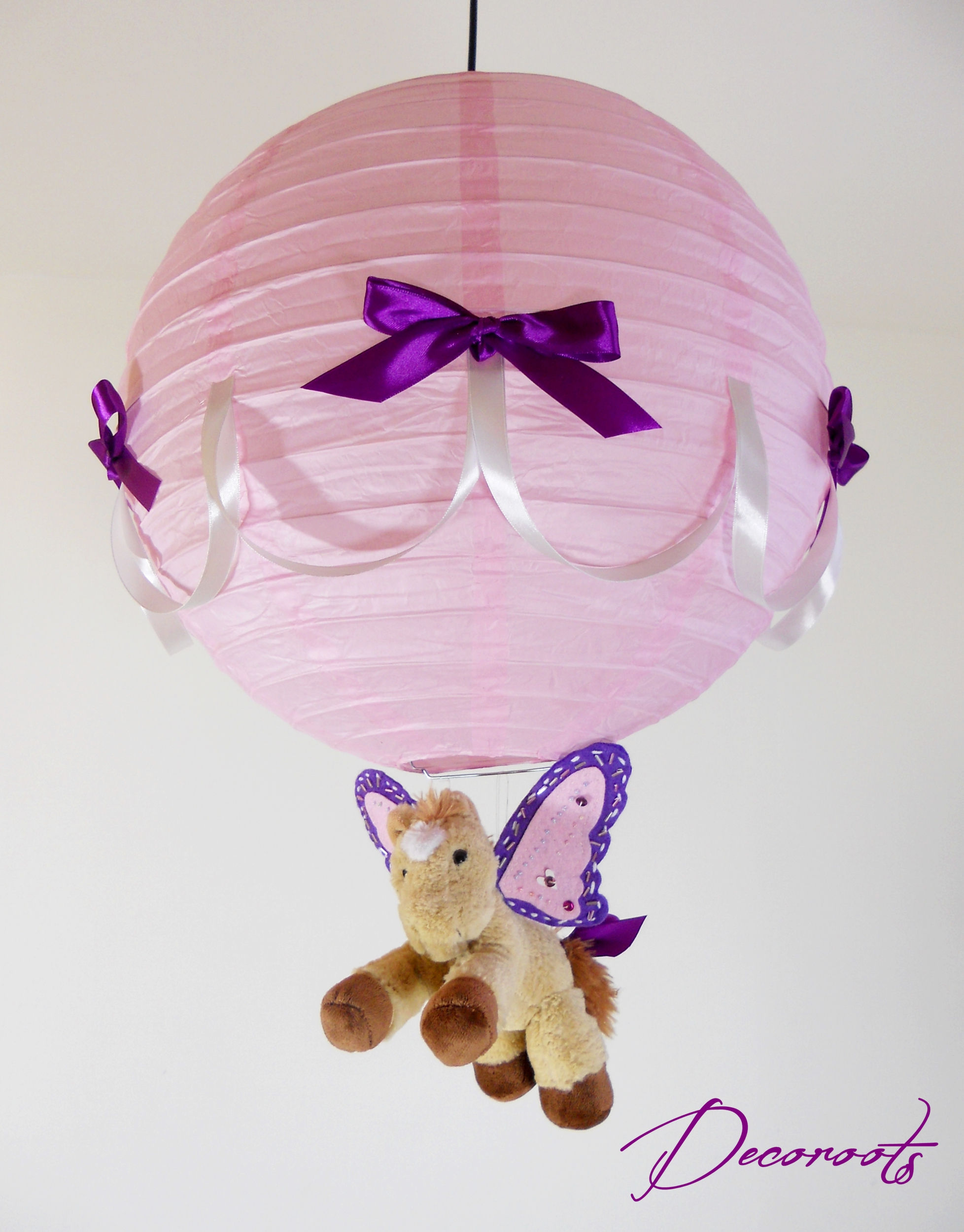 Lampe suspension enfant b b caramel le poney ail rose for Lustre pour chambre bebe