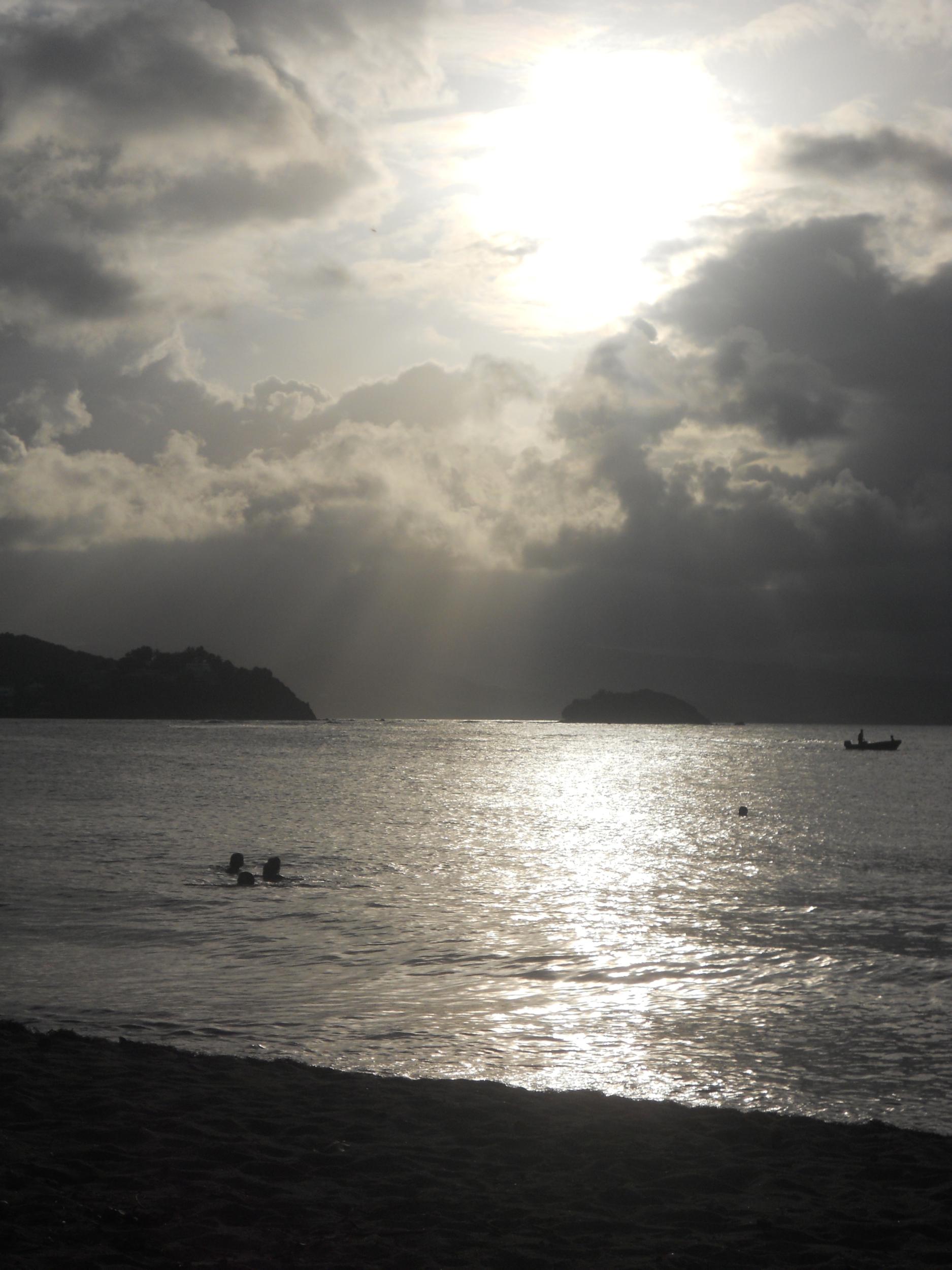 affiche poster à encadrer nature mer plage noir et banc barque le pêcheur