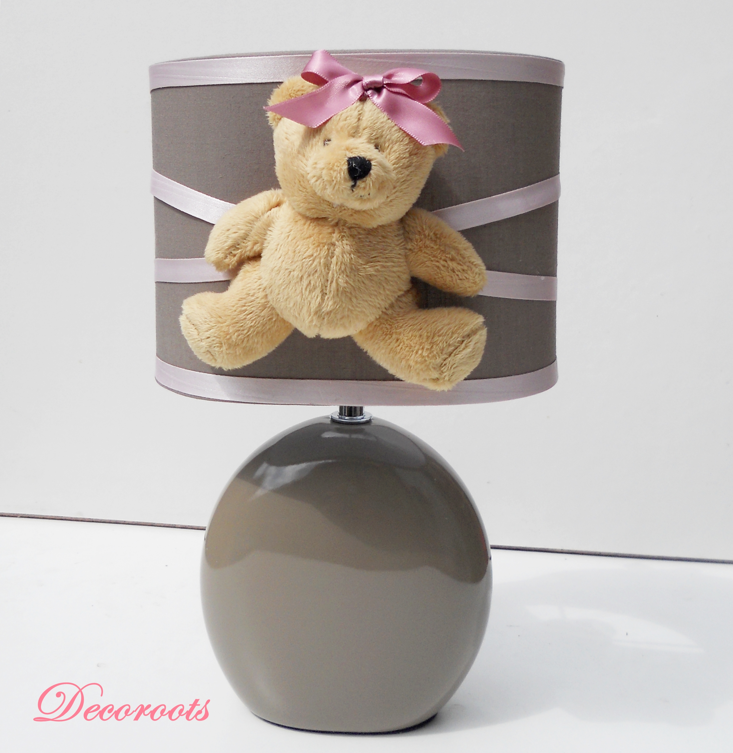 lampe de chevet ours taupe et rose enfant b b luminaire enfant b b decoroots. Black Bedroom Furniture Sets. Home Design Ideas