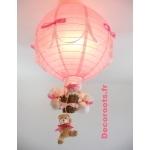 lampe montgolfière rose enfant allumée