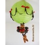 lampe montgolfière enfant bébé dans la forêt un grand cerf thème vert rouge marron chocolat