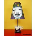 lampe de chevet design femme tasse prune multicolore