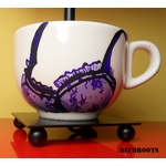 lampe de chevet design femme tasse prune multicolore lingerie dentelle