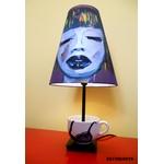lampe de chevet design femme tasse prune multicolore originale