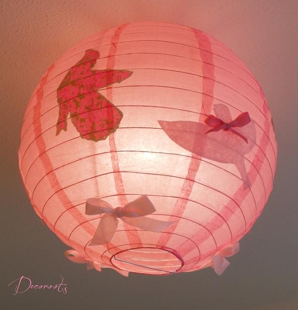 lampe suspension douceur de printemps oiseau rose enfant b b luminaire enfant b b decoroots. Black Bedroom Furniture Sets. Home Design Ideas
