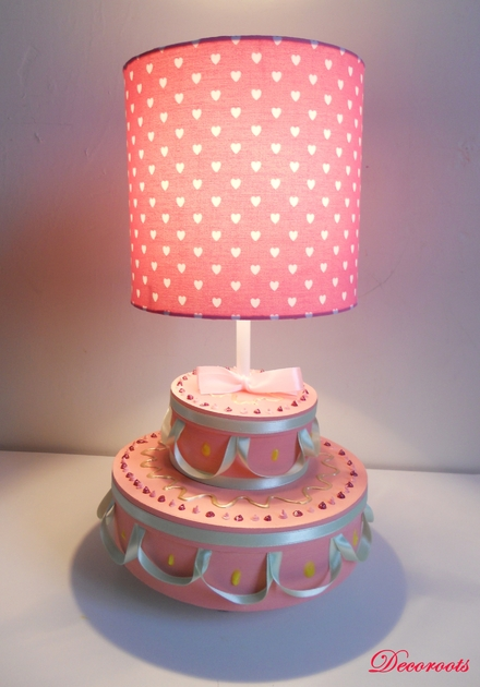 lampe de chevet fille g teau anniversaire rose enfant b b luminaire enfant b b decoroots. Black Bedroom Furniture Sets. Home Design Ideas