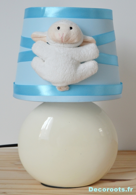 lampe chevet mouton bleu pastel enfant b b luminaire enfant b b decoroots. Black Bedroom Furniture Sets. Home Design Ideas