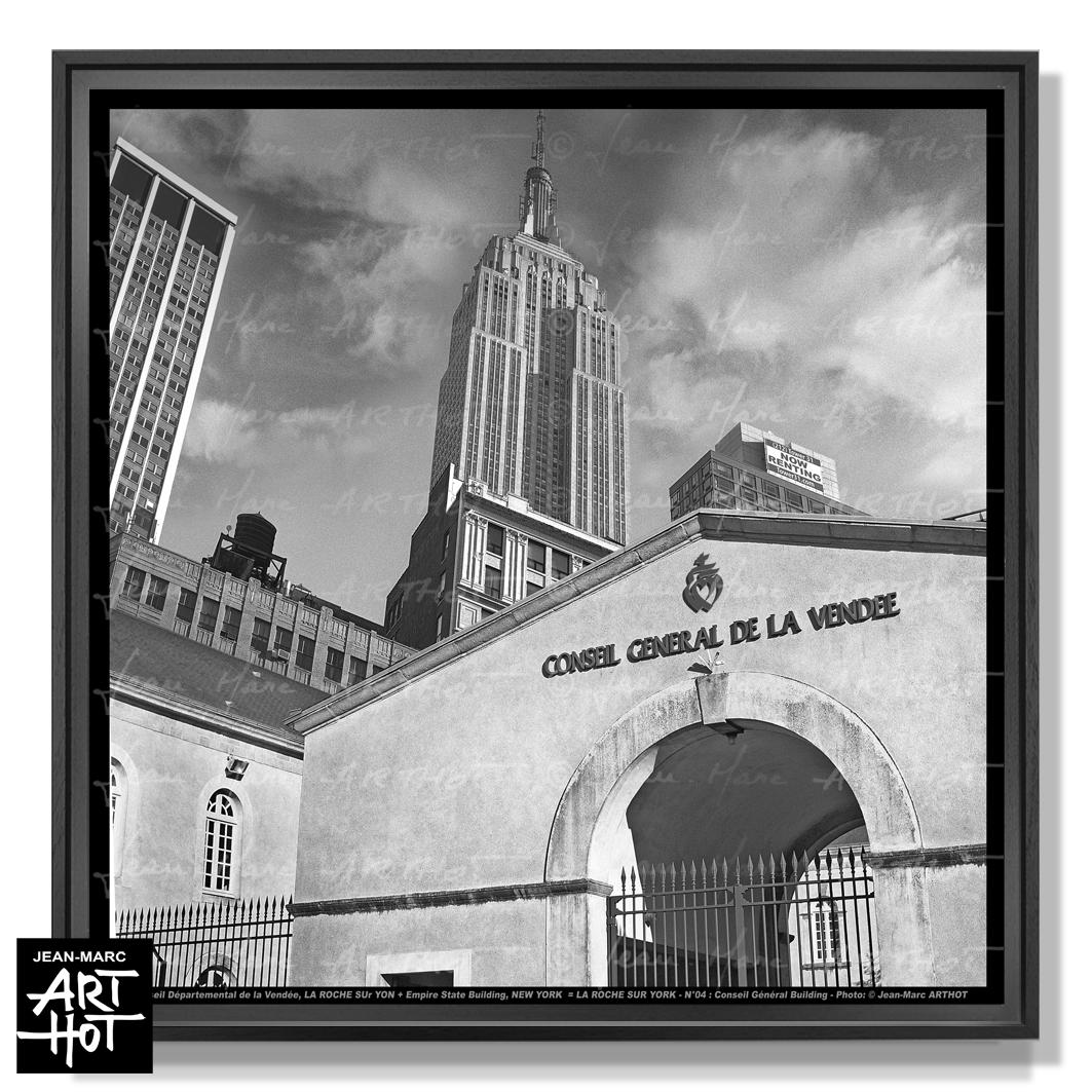 PHOTO D\'ART LA ROCHE SUR YORK - N°04-Conseil Général Building