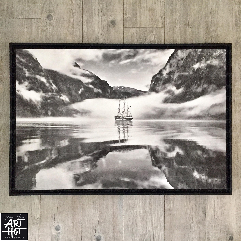 PHOTO D\'ART LE FANTÔME DE NORVÈGE-N°01-Black Fog Mirror 4209 (DESTOCK EXPO)