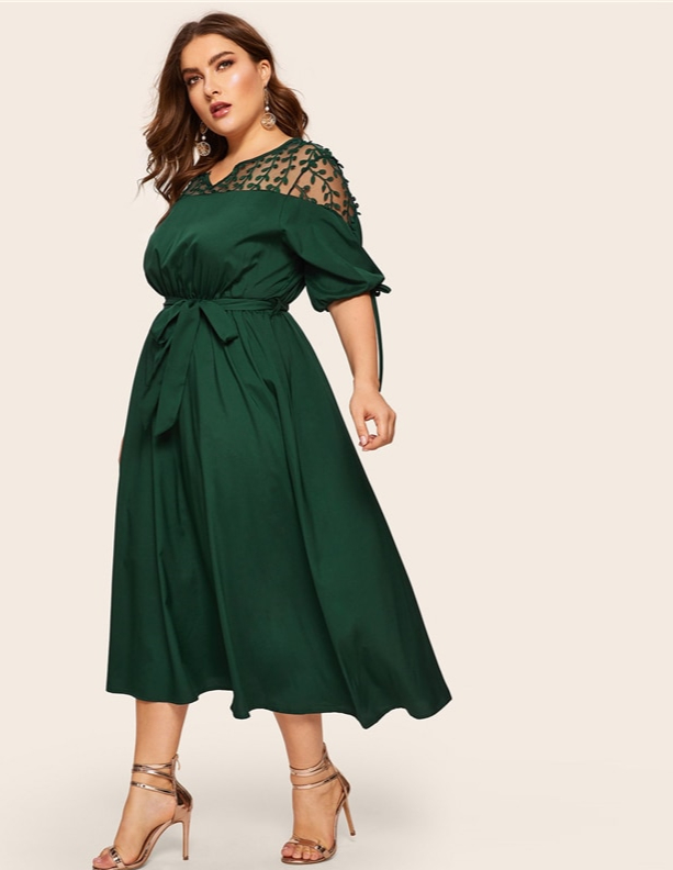 Robe col V avec manches à lacets grande taille
