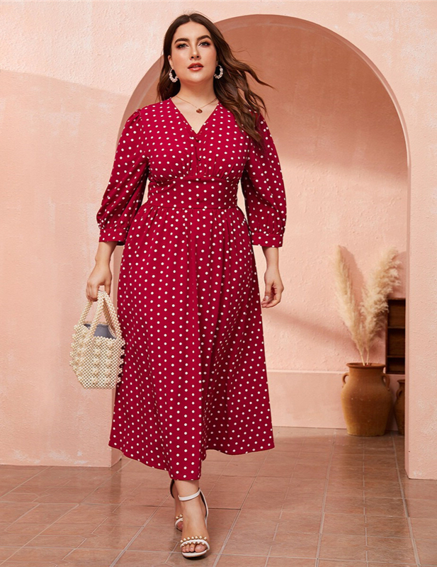Robe rouge à pois grande taille