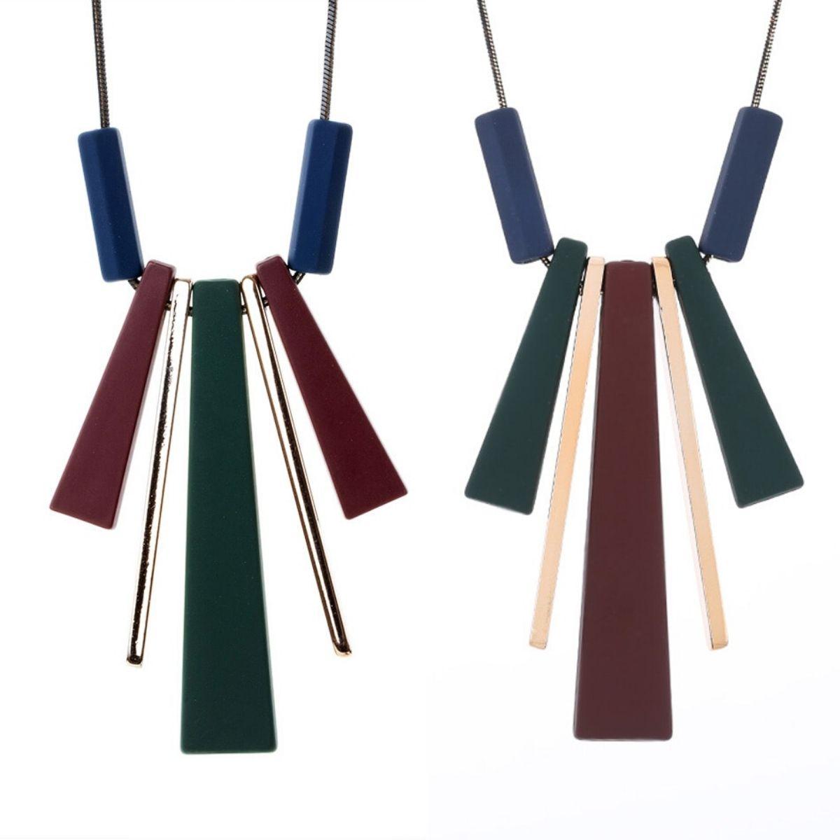 Collier long et pendentifs longs en bois