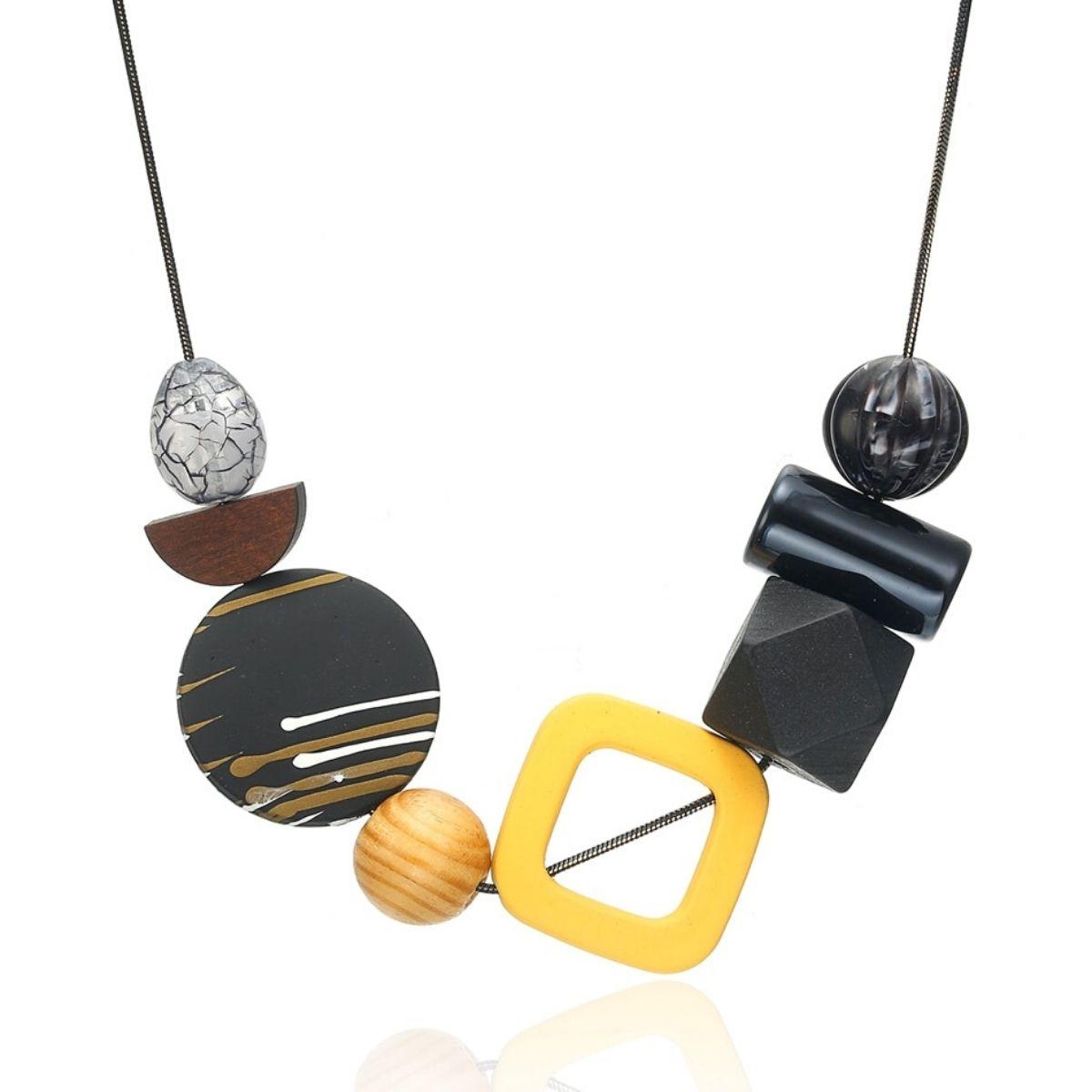Collier, pendentifs en bois multicolore