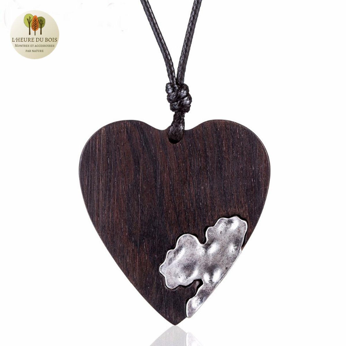 Collier long cœur en bois