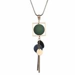 collier pendentif boules  en bois (8)