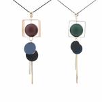 collier pendentif boules  en bois (1)
