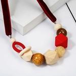 Collier ras de cou perle en bois (8)